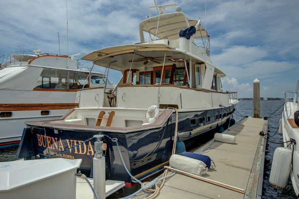 Hatteras 60 Motor Yacht cockpit