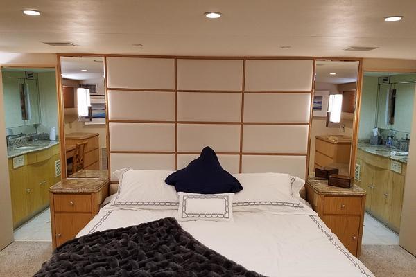 1987Broward 100 ft Pilot House Motor Yacht   Center Ring