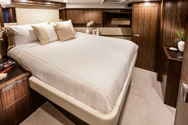 2018Riviera 77 ft 77 ENCLOSED FLYBRIDGE