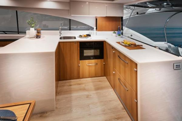 2022Riviera 54 ft 5400 Sport Yacht Platinum Edition
