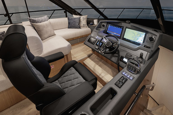 2021Riviera 54 ft 5400 Sport Yacht Platinum Edition