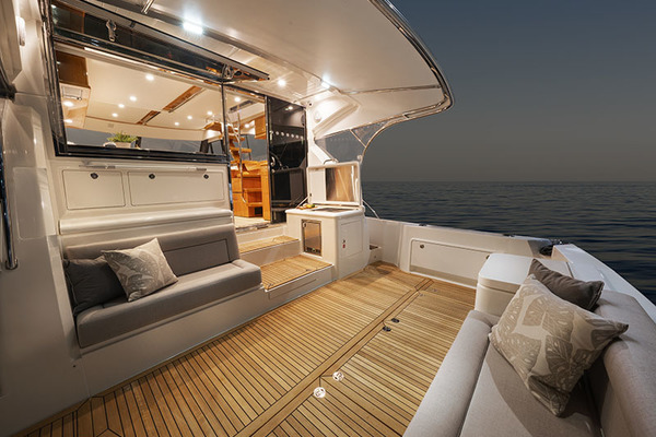 2022Riviera 54 ft 54 Enclosed Flybridge with IPS