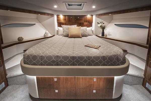 2021Riviera 60 ft 6000 Sport Yacht Platinum Edition