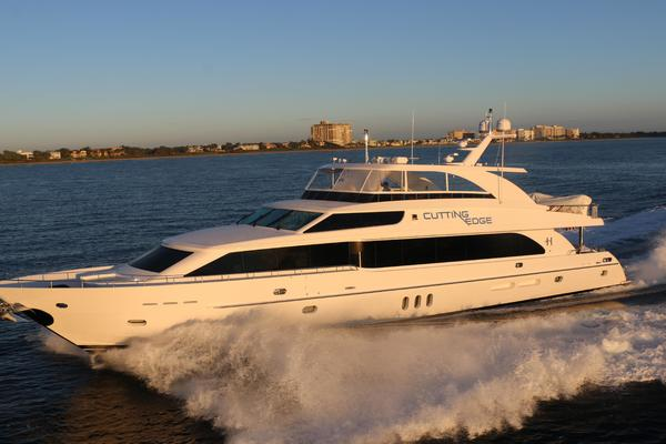100' Hargrave Raised Pilothouse 2016 | Cutting Edge