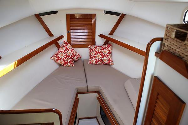 1995Dyer 29 ft Soft Top Trunk Cabin   Traveler