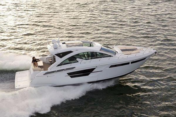 2017 Cruisers Yachts cantius
