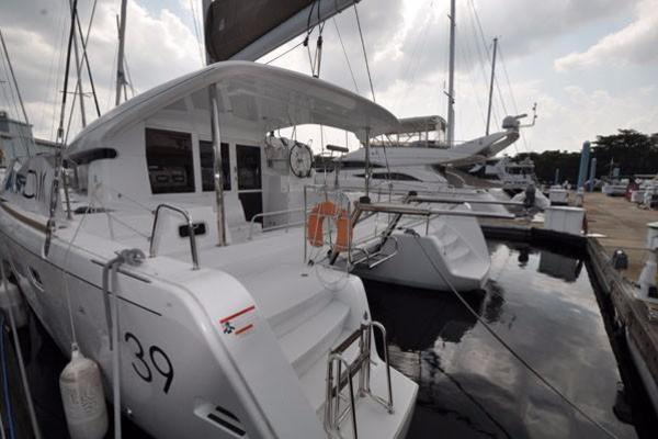 Picture Of: 39' Lagoon Lagoon 39 2014 Yacht For Sale | 3 of 27