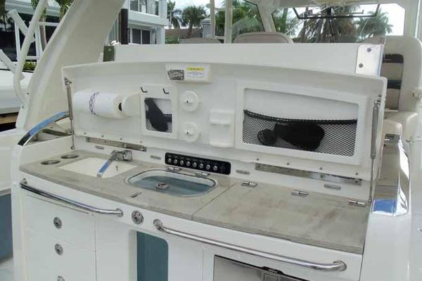 Picture Of: 42' Boston Whaler Outrage 42 2016 Yacht For Sale | 4 of 91