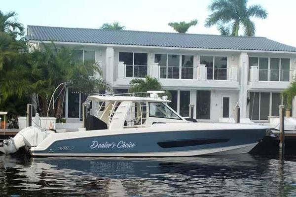42' Boston Whaler Outrage 42 2016 | DEALER'S CHOICE