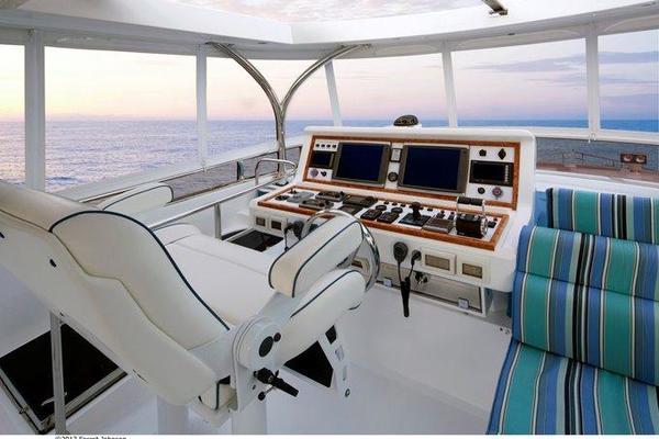 2019Johnson 83 ft 83  Flybridge w Fishing Cockpit   JOHNSON 83  FLYBRIDGE M Y