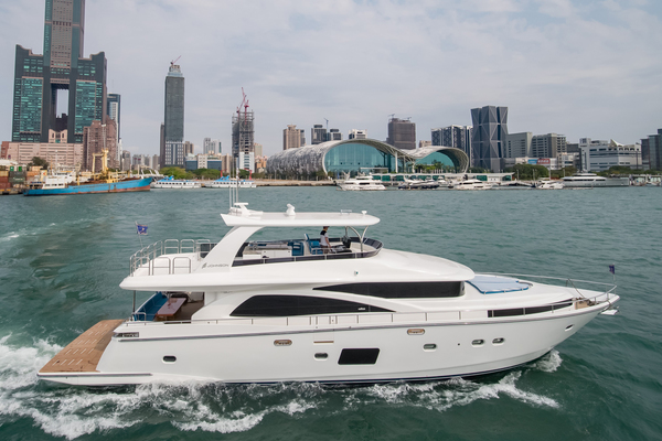 80' Johnson Flybridge W/hydraulic Platform 2019 |