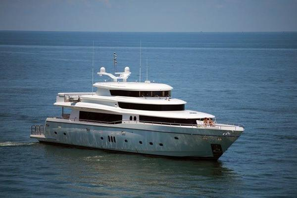 110' Johnson 110' Skylounge w/On-Deck Master 2020 | JOHNSON 110 SKYLOUNGE M/Y