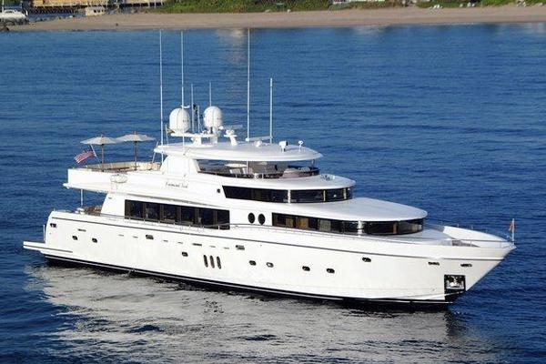 110' Johnson 110' Flybridge W/on-deck Master 2020 |