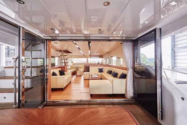 2020 Johnson 70' Skylounge Motor Yacht JOHNSON 70 SKYLOUNGE | Picture 5 of 19