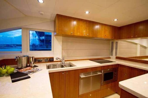 2020 Johnson 70' Skylounge Motor Yacht JOHNSON 70 SKYLOUNGE | Picture 6 of 19
