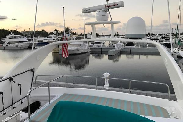 2001Cruisers Yachts 50 ft 5000 Sedan Sport   HOOTER PATROL III