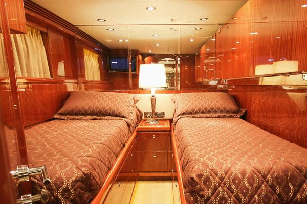 2009 Hargrave 88 ft Skylounge - BOBBI TOO