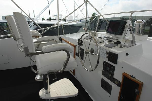1985 Hatteras 72' 72 Motor Yacht Super Star | Picture 4 of 60
