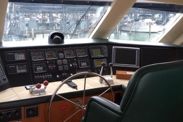 2000Hatteras 60 ft 60 Enclosed Bridge   Sea Dog