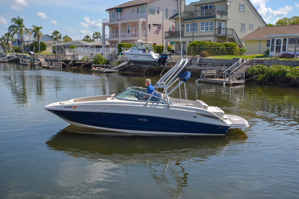 2009 Sea Ray 230 Sundeck