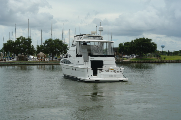 2003Carver 44 ft 444 Cockpit Motor Yacht   The Yellow Rose II