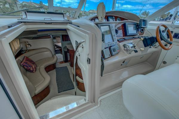 2004Sea Ray 39 ft 390 Motor Yacht   Q s Cabin