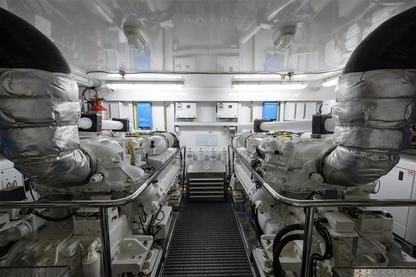 2014Ocean Alexander 82 ft Cockpit   OCEANA