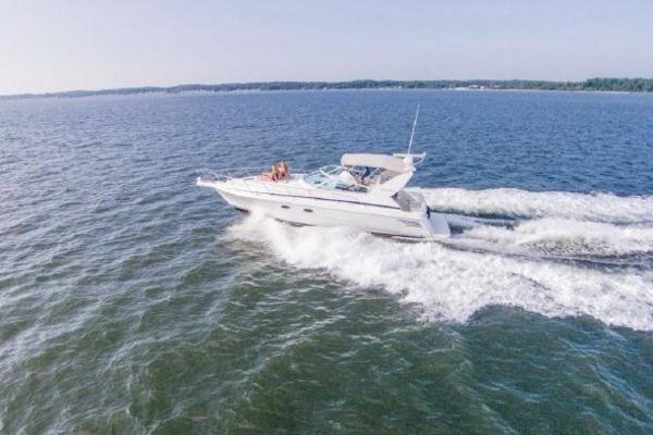 40' Trojan 400 Express Yacht 2000 | 3507a