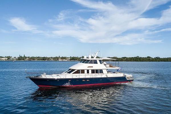 Hunt Yachts 80'