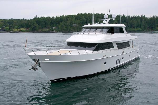 90' Skylounge Motoryacht 2012