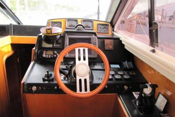 2000 Gulf Craft 56' Sport Flybridge Cruiser Tiger Cat | Picture 8 of 60