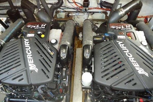 2006 Sea Ray 34' Hydraulic Swim Platform & Bow Thruster Hydraulic Swim Platform & Bow Thruster | Picture 5 of 28