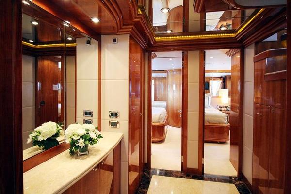 2009 Hargrave 101' Raised Pilot House Motor Yacht La Dolce Vita | Picture 5 of 64