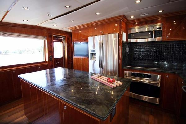 2009 Hargrave 101' Raised Pilot House Motor Yacht La Dolce Vita | Picture 6 of 64