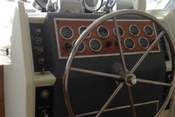 2001 Chris-Craft 47' Commander Flush Deck Lena Estelle | Picture 7 of 30