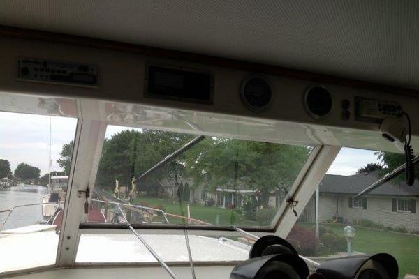 2001 Chris-Craft 47' Commander Flush Deck Lena Estelle | Picture 8 of 30