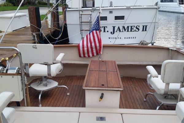 1984 Chris-Craft 30' 316 Commander Little Boat   Picture 2 of 16