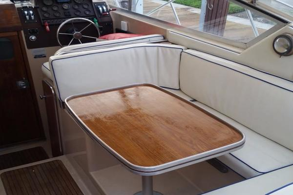 1984 Chris-Craft 30' 316 Commander Little Boat   Picture 7 of 16