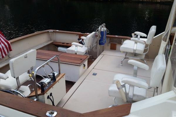 1984 Chris-Craft 30' 316 Commander Little Boat   Picture 3 of 16