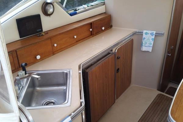 1984 Chris-Craft 30' 316 Commander Little Boat   Picture 6 of 16