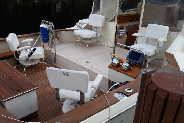 1984 Chris-Craft 30' 316 Commander Little Boat   Picture 5 of 16