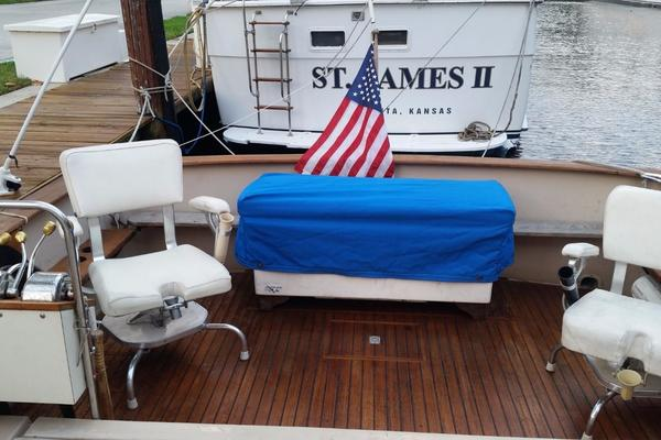1984 Chris-Craft 30' 316 Commander Little Boat   Picture 4 of 16