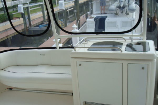 2005Cruisers Yachts 40 ft 405 Express Motor Yacht   Teamworks