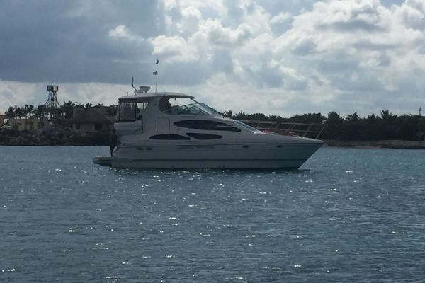 Cruisers Yachts 405 Express Motor Yacht