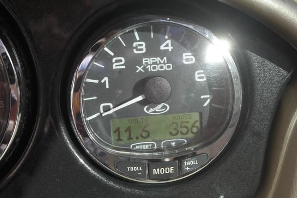 2006Sea Ray 23 ft 220 Sundeck   Sea Ray 220 Sundeck