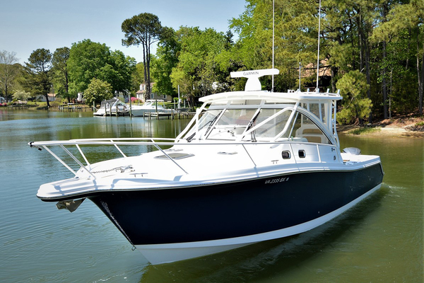 Picture Of: 33' Edgewater 335EX Express 2014 Yacht For Sale | 3 of 45
