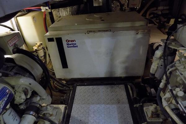 2002Carver 44 ft 444 Cockpit Motor Yacht   Nauti Girl