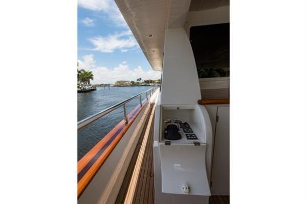 Aft deck docking station