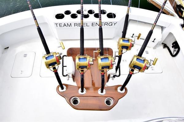 2001 Hatteras 60 Sportfish  Reel Energy  Salon