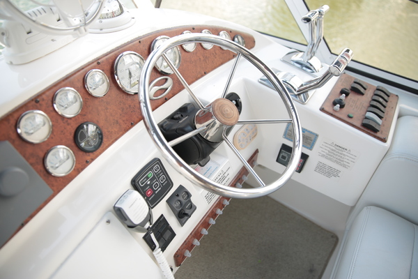 2005Silverton 33 ft 330 Sport Bridge   Sea Castle